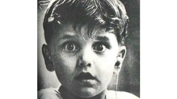 I primi uditi dal piccolo Harold Whittles dopo che un intervento gli ha restituito l'udito – Copia