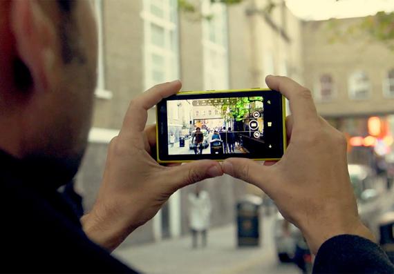 Smartphone-reflex-sempre-in-tasca